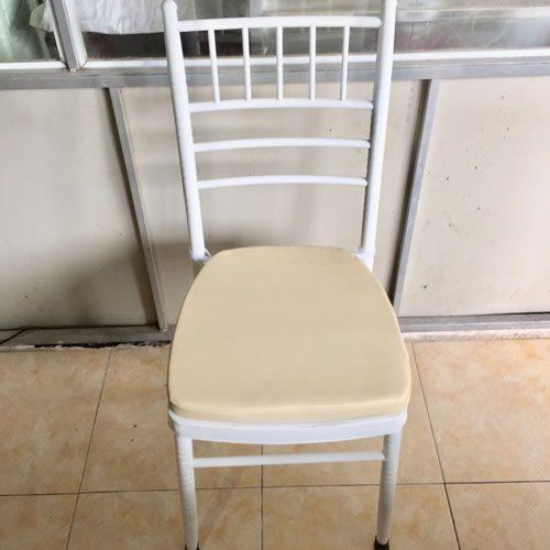 Sản phẩm ghế được nhiều khách hàng sử dụng tại các đám cưới, bữa tiệc
