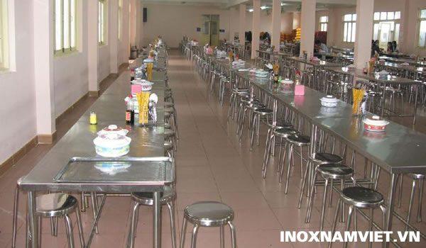 Vì sao nên lựa chọn bộ bàn ghế ăn bằng inox cho quán ăn?
